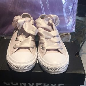 Converse Shoes - Converse petal pink with ribbon 🎀 laces